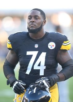 Patriots vs. Steelers:     October 23, 2016  -  27-16, Patriots  -     Oct 23, 2016; Pittsburgh, PA, USA;  Pittsburgh Steelers offensive tackle Chris Hubbard (74) on the field before playing the New England Patriots at Heinz Field. New England won 27-16. Mandatory Credit: Charles LeClaire-USA TODAY Sports