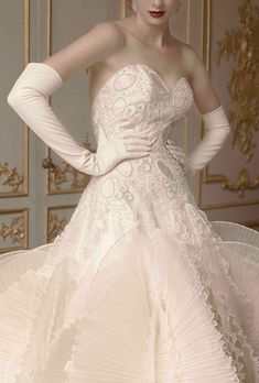 9416_st_pucchi_wedding_dress_sec01.jpg