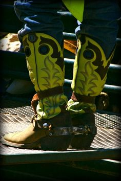 Bull riding boots :) my boy wear his like this when he's riding. Cowboy Gear, Cowboy Horse, Cowboy And Cowgirl, Cowgirl Style, Cowgirl Boots, Western Boots, Riding Boots, Riding Gear, Western Art