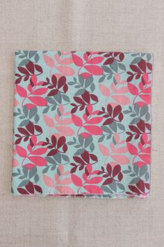 ESGOTADO - NA055 folhas rosa - As cores dos produtos podem sofrer pequenas variações em função do monitor. - Produtos com este tecido: https://www.facebook.com/photo.php?fbid=302453716586731&set=pb.268537659978337.-2207520000.1402081997.&type=3&theater