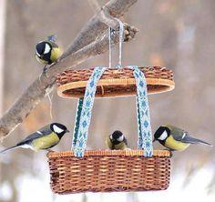 comedero para pájaros reciclados