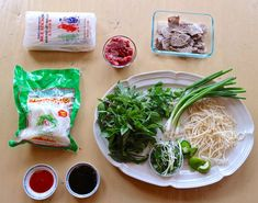 Here's How To Make An Authentic Bowl Of Pho – foodvegetarian Beef Noodle Soup, Beef And Noodles, Rice Noodles, Asian Noodles, Vietnamese Soup, Vietnamese Recipes, How To Make Pho, Pho Bowl, Soup Recipes