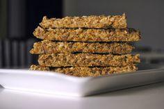 Täysjyväinen siemenleipä (10 tuhtia palaa) 1 dl + 1 rkl kaurahiutaleita 1/2 dl + 1 rkl kokonaisia tattarisuurimoita (tai kaurahiutaleita) 1 dl pellavansiemeniä (tai chia-siemeniä) 1 dl auringonkukansiemeniä (tai kurpitsansiemeniä) 1 tl ksylitolia (tai sokeria) 1 tl kuivattua basilikaa 1/2 tl kuivattua tinjamia 1/2 tl merisuolaa 2 dl + 3 rkl vettä 175C 25-30min