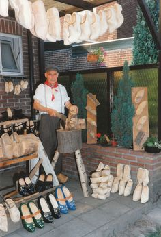 wooden shoe maker tells all    http://www.pinterest.com/source/lundehund.nl/