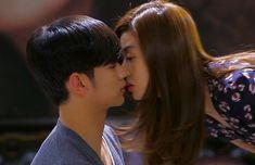 romantic kiss scenes - pinoccio - my love from the star - healer - cute korean drama Asian Actors, Korean Actors, Korean Dramas, Cute Korean, Korean Men, Star Gif, Kiss Me Love, Hyun Kim, My Love From Another Star