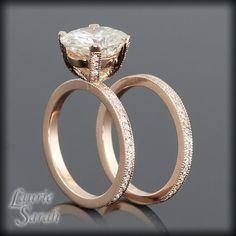 Rose Gold Engagement Rings are stylish, beautiful and set you apart from the majority. Learn about Rose Gold, including tips to make your red gold, rose gold, or pink gold really stand out. Wedding Rings Rose Gold, Rose Gold Engagement Ring, Diamond Wedding Bands, Diamond Rings, Perfume, Diamond Are A Girls Best Friend, Just In Case, Bling, Wedding Set