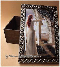Caixa tema Dama Medieval by Debora J. Tozze Artes - Latonagem