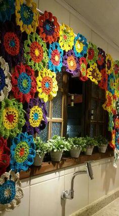 freeform (notitle) freeform The post freeform appeared first on Gardinen ideen. Crochet Decoration, Crochet Home Decor, Crochet Crafts, Yarn Crafts, Crochet Projects, Diy And Crafts, Crochet Motifs, Crochet Flower Patterns, Crochet Designs