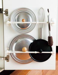 【キッチンにも玄関にも】収納に「タオルハンガー」が使える!【オレンジページnet】プロに教わる簡単おいしい献立レシピ Apartment Goals, Storage, Interior, Room, Recipes, Decor, Ideas, Shelves, Purse Storage