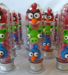 Tubete decorado em biscuit no tema Angry Birds.  *não acompanha recheio* R$ 6,50