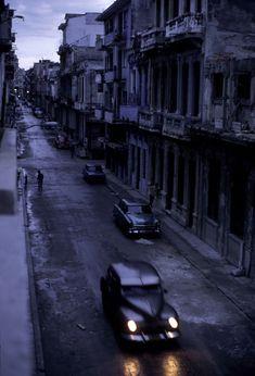 Magnum Photos David Alan Harvey CUBA. Havana. 1998. A once elegant district is now deteriorating