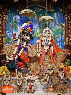 Hare Krishna Temple, Lord Krishna, Radha Krishna Wallpaper, Radha Krishna Pictures, Krishna Janmashtami, Neha Kakkar, Laddu Gopal, Indian Festivals, Radhe Krishna