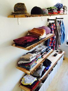Offen gehaltener Kleiderschrank ^^ Open Wardrobe, Old Houses, Shoe Rack, Diy And Crafts, Bookcase, Sweet Home, Shelves, Room Ideas, Home Decor
