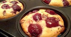 Muffini koji će biti gotovi brzo, a pojedeni još brže.   Sastojci  2 jaja  70 ml ulja  2 kašike vrhnja za kuhanje  ½ šolje mlijeka  2 šolj...