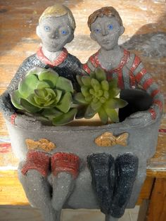 jardinière bonhommes Branotte Head Planters, Planter Pots, Garden Art, Sculpting, Dinosaur Stuffed Animal, Clay, Artists, Ceramics, Animals