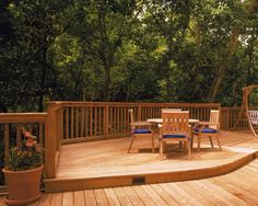 Deck Design to gracefully enter landscape