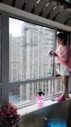Bovenwoning ramen wassen, cleaning windows hacks videos Grab Yours Now> Magnetic Glass Cleaner Brush Diy Home Cleaning, Household Cleaning Tips, House Cleaning Tips, Diy Cleaning Products, Cleaning Hacks, Brush Cleaning, Cleaning Aluminum, Glass Cleaning, Cleaning Wood