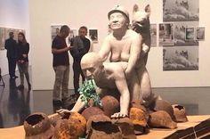 El MACBA transforma la censura en pelotazo Los curiosos se hacen selfies delante de la escultura prohibida, mientras que los comisarios denuncian que todo aquello que querían denunciar se ha vuelto real Miqui Otero | El Confidencial, 2015-03-21 http://www.elconfidencial.com/cultura/2015-03-21/el-macba-transforma-la-censura-en-pelotazo_732464/