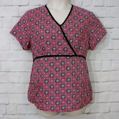Womens SB SCRUBS Red White Black Geo Floral Two Pocket Back Ties Scrub Top SZ L #SBScrubs