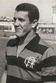 Onça - 1971 - entre 68 e 71 o zagueiro atuou em 164 jogos pelo Flamengo e marcou 7 gols (Placar).