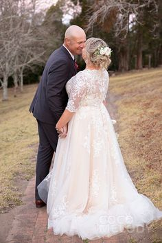 Wedding Dresses Simple V Neck . Wedding Dresses Simple V Neck Plus Size Wedding Dresses With Sleeves, Plus Wedding Dresses, Western Wedding Dresses, Designer Wedding Dresses, Bridal Dresses, Wedding Dress Buttons, Tulle Wedding, Boho Wedding Dress, Baby Wedding