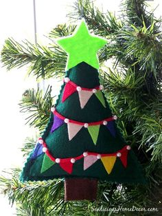 Easy DIY Felt Bunting Christmas Tree... cute ornament craft to do with the kids