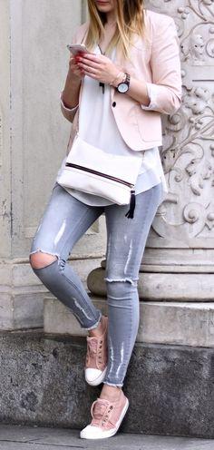 So kombinierst du einen perfekten pastell Look. Pastell Töne dürfen im Frühling und im Sommer nicht fehlen. Grau - Rosa Kombinationen gehören in jeden Kleiderschrank.