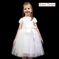 Girls Dresses, Flower Girl Dresses, Wedding Dresses, Flowers, Fashion, Bridal Dresses, Moda, Bridal Gowns, Dresses Of Girls