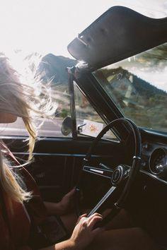 conducir, el aire en la cara y la música a todo volumen...