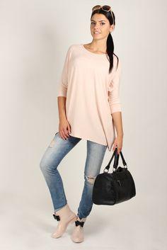 A do kaloszy świetna stylizacja :)  #tunika #odziez #mokado #moda #fashion #trendy #style https://www.mokado.pl/Tunika-Model-M18-Powder-Pink-p19030