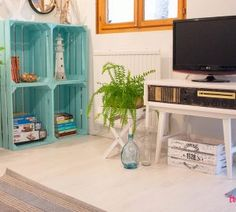 Malowanie mebli z okleiny – co, jak i czy warto? Metamorfoza sypialni - Twoje DIY Ikea Hack, Dremel, Flat Screen, Shelves, Diy, Hacks, Furniture, Home Decor, Shelving
