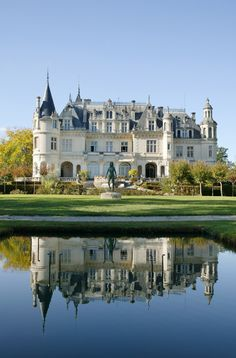 Château Clément Pichon in Parempuyre ~ Nouvelle-Aquitaine, France Beautiful Castles, Beautiful Buildings, Beautiful Homes, Beautiful Places, Castles In Wales, Castles In Ireland, Mansion Homes, Casa Hotel, Arundel Castle