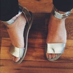 Steve Madden Evict Sandals Flat sandal with ankle strap and push stud closure..(lightly worn) Steve Madden Shoes Sandals