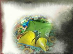 Cuscino in ecopelle personalizzato con immagine di un simpatico grillo. Si possono usare anche le proprie immagini per personalizzare cuscini, borse, pochette, magliette, tele...tutto su www.drew-lab.com
