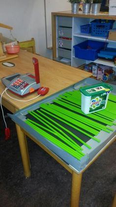 Use rods or dowels to simulate the conveyor belt at a grocery store for pretend/dramatic play area. Dramatic Play Area, Dramatic Play Centers, Play Grocery Store, School Store, Family Theme, Play Centre, School Themes, Preschool Activities, Early Childhood