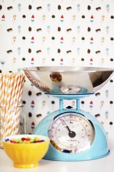 Removable backsplash ideas for renters. There are lots of ways to DIY yourself a better looking kitchen. All the temporary options and resources here! Cute Kitchen, Diy Kitchen, Stove Backsplash, Backsplash Ideas, Removable Backsplash, Rental Kitchen, Jillian Harris, Make Design, Diy Home Decor