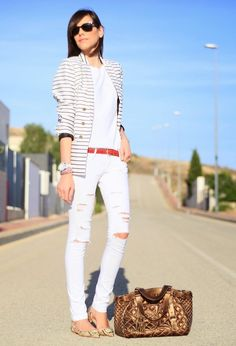 Fashionable White Ripped Jeans Outfit Idea