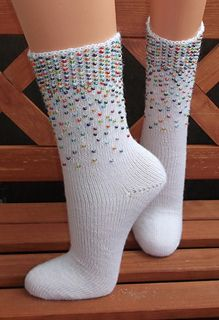 Himmel voller Luftballons - Socken, Toe-Up mit Perlen inspiration ravelry Ein Himmel voller Luftballons pattern by Martina Kuppler - Strickminel-Design Crochet Mittens Free Pattern, Crochet Socks, Knitting Socks, Knitting Patterns Free, Hand Knitting, Knit Crochet, Knitting Charts, Ravelry Crochet, Knit Socks