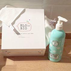 Pour nettoyer la peau de votre enfant, pour le change ou simplement pour se rafraîchir l'eau nettoyante Oh qu'il est bio et ces lingettes sont parfaites!