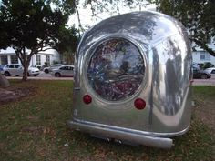 """They don't make these trailers like this anymore! There is lots of things to make """"Art"""" from besides a beautiful vintage Airstream. To top it off it was a single axle one at that! Airstream Campers, Old Campers, Camper Caravan, Vintage Campers Trailers, Retro Campers, Vintage Caravans, Camper Trailers, Diy Camper, Camper Ideas"""