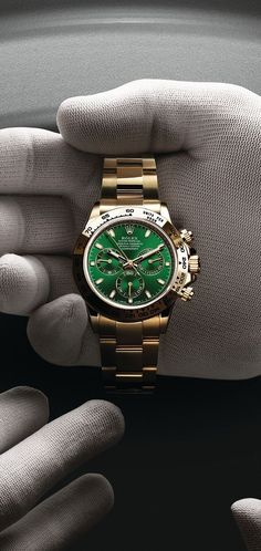 Rolex Cosmograph Daytona in yellow gold with a green dial and Oyster bracelet. Photographed by Régis Golay. Rolex Cosmograph Daytona in yellow gold with a green dial and Oyster bracelet. Photographed by Régis Golay. Rolex Submariner, Rolex Cosmograph Daytona, Amazing Watches, Beautiful Watches, Cool Watches, Men's Watches, Fashion Watches, Casual Watches, Mens Watches Rolex