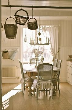 Shabby Chic Dining Room Ideas Images) - Home Magez Cottage Chic, Cottage Living, Shabby Cottage, Cottage Style, Farmhouse Style, Shabby Chic Dining Room, Shabby Chic Kitchen, Shabby Chic Homes, Country Kitchen