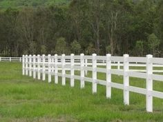 Plastic fencing is a well-liked alternative to traditional timber fences. We have a large selection of fence products at comprehensive prices in Australia.
