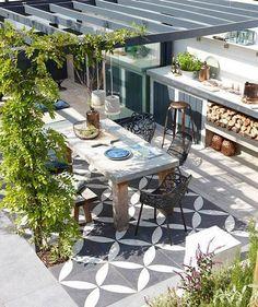 Проекты одноэтажных домов с террасой: 80 наиболее комфортных реализаций и актуальные тренды http://happymodern.ru/proekty-odnoetazhnyx-domov-s-terrasoj/ Терраса, как дополнительное жилое помещение. Пример пристройки к дому, выполняющей функции кухни и столовой