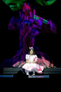 ALICE and  CHESHIRE CAT from: Alice nel paese delle meraviglie il Musical (Alice in Wonderland the Musical)  COSTUMES, SCENOGRAPHY & GRAPHYC by Annalisa Benedetti copyright Annalisa Benedetti & Enrico Botta #alice #aliceinwonderland #musical #wonderland #cheshirecat