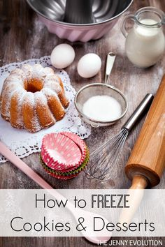 One way to make your holiday baking go better is to learn how to freeze cookies and desserts so that you don't have to do all the baking in one day. Cookie Desserts, Easy Desserts, Cookie Recipes, Delicious Desserts, Yummy Food, Holiday Baking, Christmas Baking, Christmas Recipes, Freeze Cookies