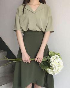 VintageArt on - - koreanische mode Ulzzang Fashion, Asian Fashion, Look Fashion, Fashion Models, Girl Fashion, Fashion Dresses, Celebrities Fashion, 80s Fashion, Fashion Shoes