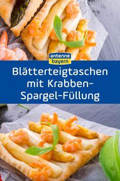 Blätterteigtaschen mit Krabben und Spargel: Spargel nordisch angehaucht? Auch das gibt's bei uns in Bayern! Spargel mit Krabben in einem leckeren Blätterteigmantel.. Mmmmh! Hier geht es zum Rezept. #spargel #spargelrezepte #krabben #blätterteig #rezepte Hot Dog Buns, Hot Dogs, Bread, Food Blogs, Brunch, Puff Pastry Recipes, Easy Starters, Crabs, Brot