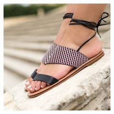 Sandales plates noires à lacets