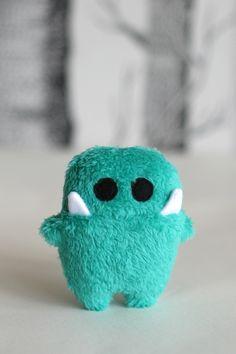 """Kuscheltiere - Taschen-Monster """" Siggi """" mint-grün - ein Designerstück von En-Fant bei DaWanda"""